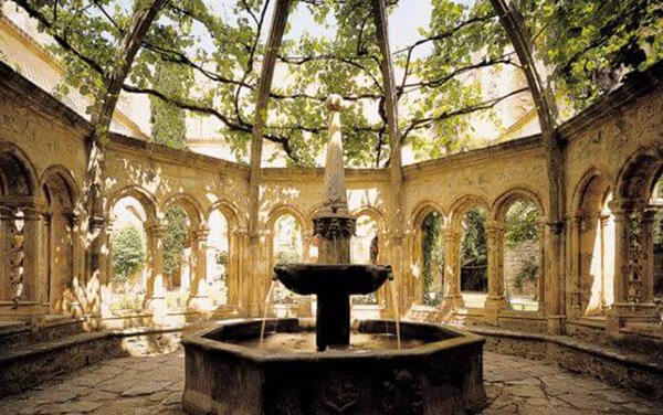 Abbaye de Valmagne près du Mas de Thau