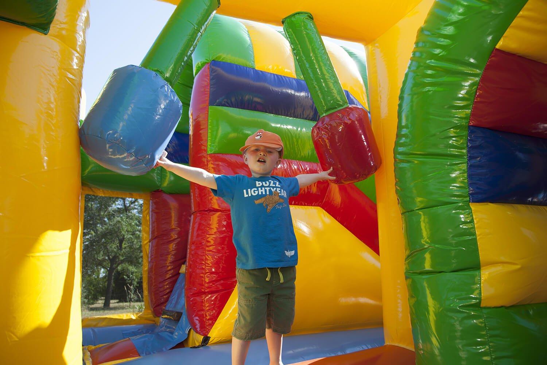jeux gonflables séjours vacances mas de thau activités